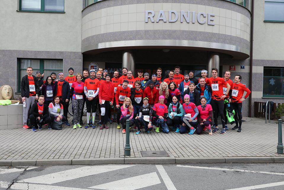 Mezi 1 500 přihlášenými závodníky poběží i Běžecký klub České spořitelny